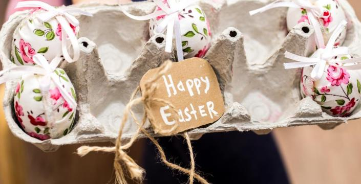 "Egg carton with text ""Happy Easter"""